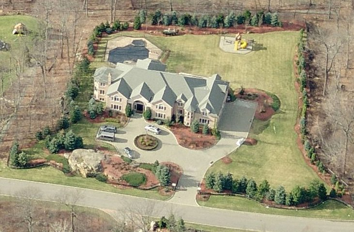 Homes of famous celebrities in new jersey garden state for Alpine nj celebrity homes